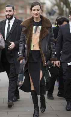 Alexa Chung - London Fashion Week. (February 2017)
