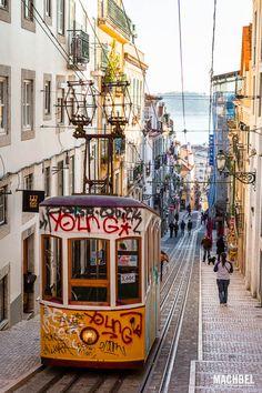 Elevador da Bica Bairro Alto de Lisboa escenas de calle. Portugal by machbel