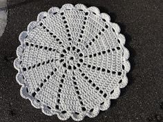 Zpagetti Doily Rug by Kira Crochet Placemats, Crochet Dishcloths, Crochet Doilies, Crochet Flowers, Crochet Mat, Crochet Home, Thread Crochet, Doilies Crafts, Yarn Crafts