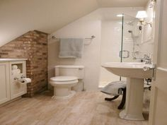 Neutral color used for floor and walls