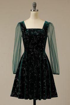 Green Velvet Dress, Green Dress, Green Party Dress, Dark Green Prom Dresses, Pretty Outfits, Pretty Dresses, Vintage Style Dresses, Little Dresses, Slytherin