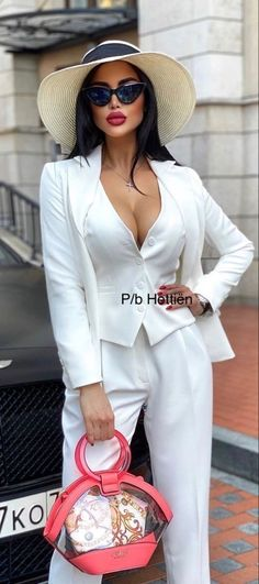 Suits For Women, Clothes For Women, Fashion Week, Womens Fashion, Coco Mademoiselle, Grown Women, Classic Beauty, Elegant Woman, White Fashion