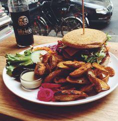 Einem Burger kann ich schwer widerstehen –in meinem Instagram-Account ist das in letzter Zeit auch deutlich zu erkennen. Offenbar stehe ich mit dieser kulinarischen Vorliebe nicht alleine da, denn erst… Weiterlesen