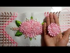 Flor de cetim para aplicação em toalhas modelo 102 - YouTube Embroidery Patterns Free, Embroidery Stitches, Embroidery Designs, Embroidery Kits, Silk Ribbon Embroidery, Punch Needle, Coin Purse, Make It Yourself, Sewing