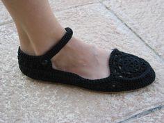 Otra vista de los zapatos de crochet con tira