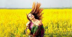 Conoce las ventajas de teñirte el pelo con henna, tintes naturales que protegen el cabello a la vez que eliminan las canas