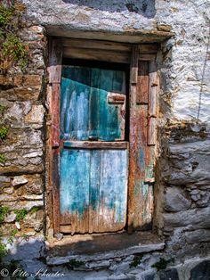 Door in Naxos, Greece *, that step is a killer! Cool Doors, Unique Doors, Old Windows, Windows And Doors, Door Knockers, Door Knobs, Photo Deco, When One Door Closes, Door Gate