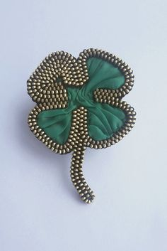 Beautiful green clover brooch. It is handcrafted exclusive design brooch made from metal zipper whith silk. My Irish Shamrock Pin is sure to bring you luck when you are Wearing the Green. You can attach it to the cap, bag, scarf, jacket and other places that you want. The reverse side is