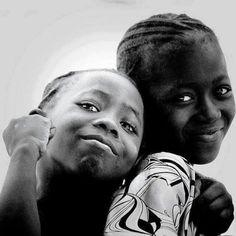"""""""Abrace a vida, deixe o coração te guiar ao encontro dos sorrisos e eternizar os momentos que se fizerem verdadeiros. Nada é mais importante que seu bem estar e a sua felicidade .."""" Hilario Josepe"""