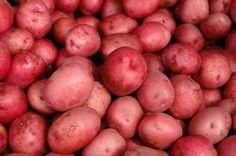 roasted red potatoes in a crock pot- easy! potato al horno asadas fritas recetas diet diet plan diet recipes recipes Baked Whole Red Potatoes, Red Potatoes Microwave, Red Potatoes In Crockpot, Freezing Potatoes, Cooking Red Potatoes, Baby Red Potatoes, Frozen Potatoes, Crock Pot Potatoes, Crock Pot