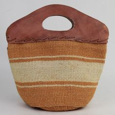Wooden handle straw tote