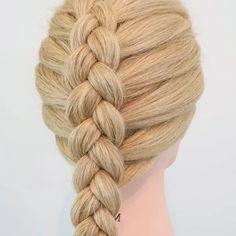Dutch braid ! #braided #dutchbraid #hairtutorials #hairstyles #braids #dutchbraids By: @everydayhairinspiration
