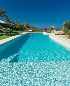 Pool views in Ibiza! The alarm status was extended in Spain for 14 days! Let's look forward to better times, dream of a great vacation and take a look at vacation properties in Ibiza. Luxury Real Estate Agent, Real Estates, Great Vacations, Enjoy Your Life, Luxury Interior, Luxury Lifestyle, Ibiza, Luxury Homes, Spain
