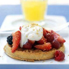 Reteta de waffles cu fructe de padure si iaurt