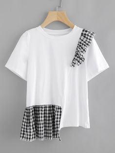 SheIn offers Gingham Ruffle Trim Staggered Tee & more to fit your fashionable needs. Hijab Fashion, Diy Fashion, Fashion Dresses, Fashion Design, Maxi Dresses, Remake Clothes, Diy Clothes, Umgestaltete Shirts, Shirt Refashion