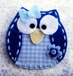 Buhos de fieltro y tela Christmas Owls, Jolies Choses, Felt Animals, Felt Owls, Needle Felted Animals, Needle Felting, Felt Decorations, Felt Brooch, Felt Patterns