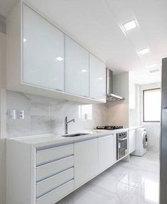 All white kitchen, beautiful! - Design Cointrend News Home Decor Kitchen, Beautiful Kitchens, Kitchen Design Small, Kitchen Remodel, Kitchen Decor, Kitchen Modular, Modern Kitchen Cabinet Design, Modern Kitchen Interiors, Small Apartment Kitchen