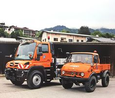Unimog & A good size comparison (Photo credit: Podszun Unimog & MB-trac kalender Mercedes Benz Unimog, Daimler Benz, Classic Mercedes, 4x4 Trucks, Cars And Motorcycles, Photo Credit, Monster Trucks, Friends, Vehicles