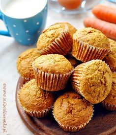 Muffinki z marchewką Yummy Treats, Sweet Treats, Carrot Muffins, Sweet Recipes, Deserts, Dessert Recipes, Food And Drink, Cooking Recipes, Favorite Recipes
