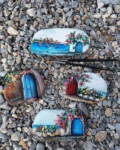 Rengarenk pazarlar  #miniart #stonart #painting #streetphotography #streetart…