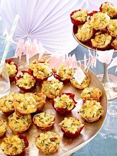Herzhafte Häppchen fürs Buffet: Parmesanmuffins im Bresaolakörbchen