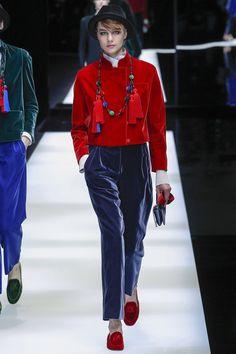 Giorgio Armani Fall 2017 Ready-to-Wear Fashion Show Collection Catwalk Fashion, Fashion Moda, Fashion Week, Fashion 2017, Fashion Pants, Winter Fashion, Womens Fashion, Fashion Trends, Giorgio Armani