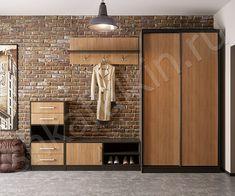 Прихожая лофт. Круто подобраны цвета. Кирпичная стена сочетается по оттенкам с древесиной. Контуры обрамляются черным. И серый холодный пол. Не уверен, что такой эффект был бы от белой стены...а здесь конфетка
