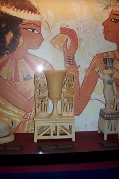 the famous alabaster vase   which laid to discovering  of the Tutankhamon s  tomb
