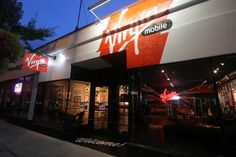 Virgin Mobile Opens A Flagship Store In Chicago! More Info Here: http://njtechreviews.com/?p=8226 ! @Virgin Mobile Live