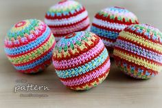 New Crochet Pattern – Colorful Mosaic Christmas Balls