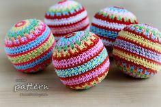 New Crochet Pattern – Colorful Mosaic Christmas Balls