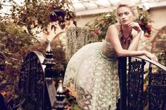A Rose Down Under – Annabella Barber enters a garden of delights in spring florals and delicate lace for Jaclyn Adams' latest work featured in this month's Plaza Kvinna