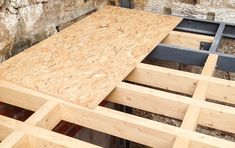Construção, estruturas e reabilitação em madeira maciça ou lamelada, com uma equipa de profissionais de eleição, desde o projeto ao resultado final, passando pela engenharia, fabricação e montagem, oferecendo soluções altamente especializadas e moldáveis às exigências de cada cliente