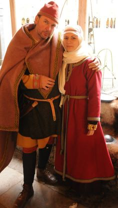 How to Make Anglo-Saxon Clothing (Prior Attire Historical Costuming Articles) by Izabela Pitcher. Anglo Saxon Clothing, Viking Clothing, Renaissance Clothing, Medieval Fashion, Historical Clothing, Medieval Life, Viking Costume, Medieval Costume, Gown Pattern