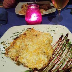 #spagna #sevilla #siviglia #ig_sevilla #ig_sevilla_ #españa #spain #andalucia #niceplace #viaje #escapada #andaluciaviva #comidaespañola #queso #comida #tradicional #lolacazerola #lola #tasting #gusto #candle #pink #cerdo #tapas #tapasbar #comida #tradicional #comidaespañola #cena by mademoiselle_vdf
