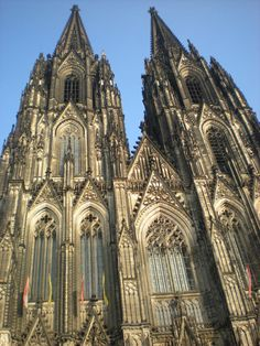 オランダ、ケルン大聖堂は雄大。オランダ 旅行のおすすめ観光スポット。