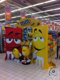 PLV M&M's pour Pâques Juan Pablo: Llamar la atención. Los clientes se acercará a visualizar de cerca la publicidad y aunque no compren el producto, se llevarán una buena imagen de la marca