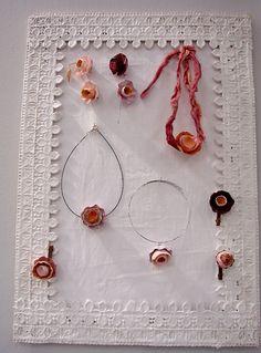 gioielli-collane-carta-riciclo-natale-eco-design-abilmente-roma-fiera-atelier-corsi