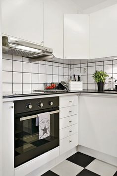 simple b&w kitchen. great wall and floor tiles. nice cloth on the owen♥