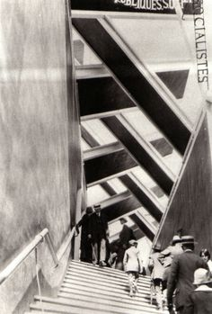 RUSSIAN AVANT-GARDE & CONSTRUCTIVISM /László Moholy-Nagy, Paris, 1925 Soviet Pavillion, Exposition Internationale des Arts Decoratifs 'Great architecture and the stairs create fantastic lines, different shades give it depth and the people create a story. Vintage Photography, Street Photography, Art Photography, Creation Image, Laszlo Moholy Nagy, Bauhaus Design, Andre Kertesz, Famous Photographers, Russian Art