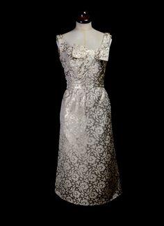 Original Vintage 1960s Metallic Gold Brocade Dress small Klasické Šaty 679b9f986c