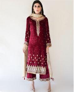 Velvet Pakistani Dress, Pakistani Formal Dresses, Pakistani Couture, Pakistani Dress Design, Pakistani Outfits, Indian Dresses, Indian Outfits, Wedding Dress Clothes, Party Wear Dresses