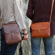 What a pretty pair! Matching leather satchels from Herz #leatherbag #leatherhandbag #leathercrossbody #leathersatchel