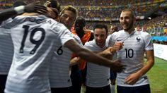 Karim Benzema (1st R) of France celebrates scoring viernes, 20 junio 2014 http://www.1502983.talkfusion.com/es/products/