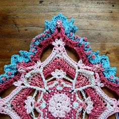 Part 1 of 💖💖💖 It's such a fun project! The combination of all the stitches, it's like art! Butterfly Effect, Crochet Granny, Granny Squares, Fun Projects, Stitches, Free Pattern, Crochet Earrings, Mandala, Crochet Patterns