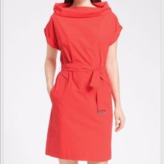 Maxmara Weekend Red Calata Belted dress This Maxmara Weekend Red Calata is stunning!! It features 100% cotton, belted front, a health style and chic stand up/ roll down Calata neckline. This one is sold out everywhere! MaxMara Dresses Midi
