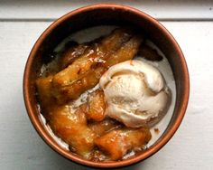 "Amaretto Bananas Foster recipe - ""this dessert is easy enough to make in less than five minutes. Just grab some butter, bananas, amaretto, and vanilla ice cream. Just Desserts, Delicious Desserts, Dessert Recipes, Yummy Food, Pudding Desserts, Banana Foster Recipe, American Desserts, Yummy Treats, Sweet Treats"