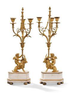 Paire de remarquables candélabres à trois lumières en bronze finement ciselé et doré et marbre blanc de Carrare; les bouquets composés de trois bras sinueux feuillagés et centrés d'une tige encadrée de… - Aguttes - 29/09/2015