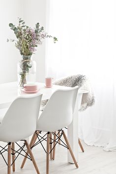 Pink Ceramics by Catherine Lovatt for Serax Belgium | Eames Chairs from Cult Furniture | Sheepskin Rug from Milabert