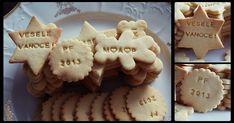 Tyto sušenky neobsahují kypřící prášek, takže při pečení nezvětšují svůj objem a je možno na ně otiskovat razítka, něco nakreslit a nebo nap... Crinkles, Healthy Cooking, Cookie Recipes, Sweets, Cookies, Baking, Desserts, Food, Christmas Recipes